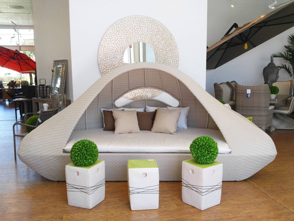 Impressive curved daybed (for large spaces only).